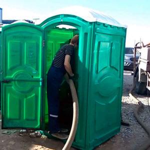 Как проводится обслуживание туалетных кабин