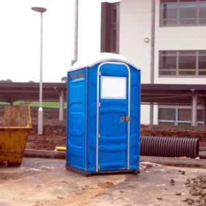 Туалетная кабина на строительной площадке