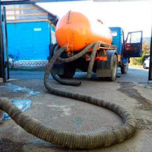 Машина для откачки канализации